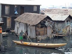 Makoko auf dem Wasser by boellstiftung