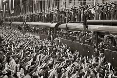 Despidiendo a la división azul (Madrid, 1941) by  Recuerdos de Pandora