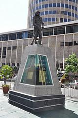 Statue of Dedan Kimathi Waciuri by Jorge Láscar