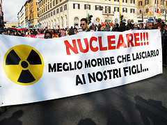 Nucleare!!! Meglio morire che lasciarlo ai nostri figli by Marco Menu
