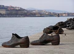 Holocaust memorial, Budapest, by Neilhooting