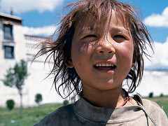 Singing Tenzin, streets of Lhasa by IMs BILDARKIV